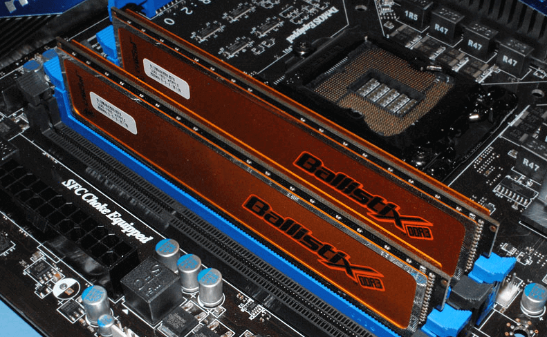 insert memory module to build dual channel memory